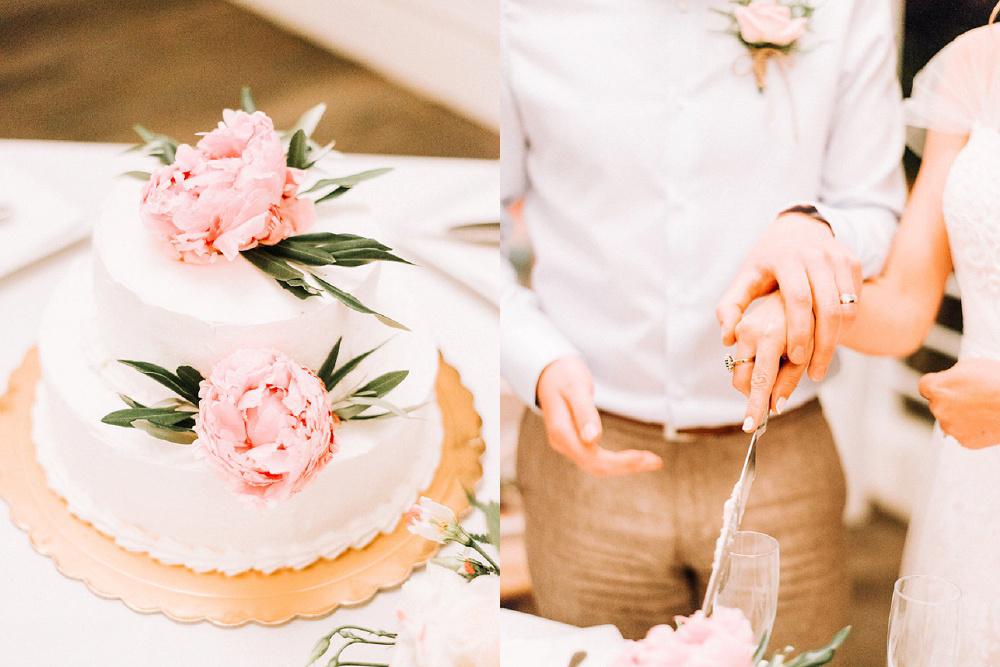Couple cutting their cake at Parga Wedding by Lefkas Weddings